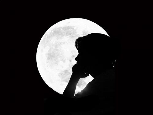 Eu Descobri Que A Solidão é O Grande Lua: Se Eu Te Imaginar, Estarei Errado. Se Te Compreender