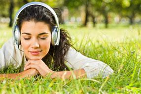 ouvindo-musica-mulher orar