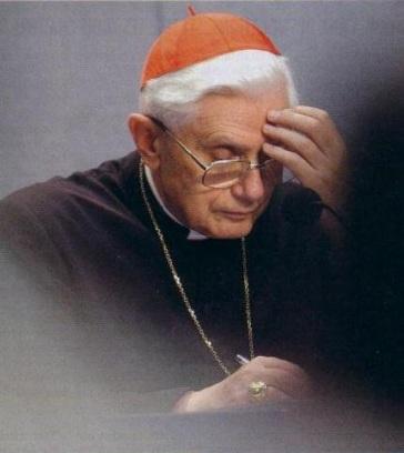 bento Cardeal-Ratzinger-a-escrever-e-meditar